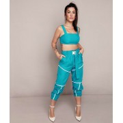 Conjunto Bianca Andrade azul claro calça jogger e top.