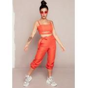 Conjunto laranja Bianca Andrade calça jogger e top.