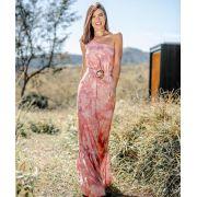 Vestido longo tie dye rosa barra babado de um só ombro acompanha cinto.