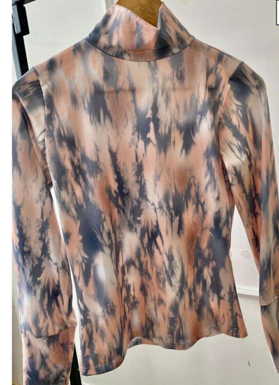Blusa cacharrel tie dye estampa marmorizada.