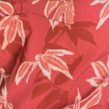 Body floral decote profundo em tecido acetinado