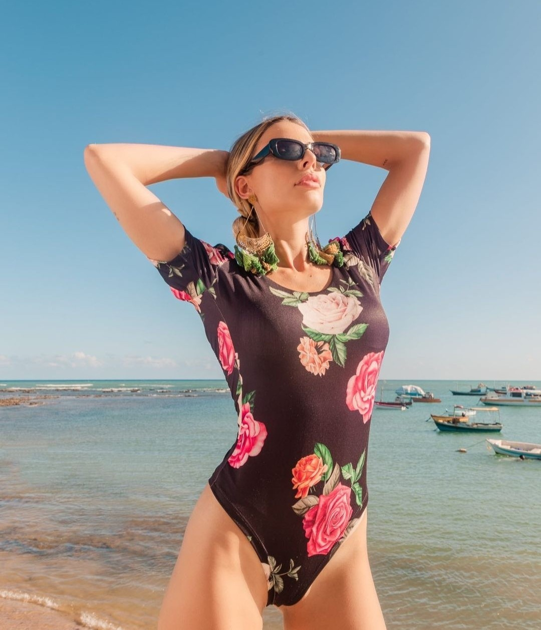 Body princesa print floral com ombreiras