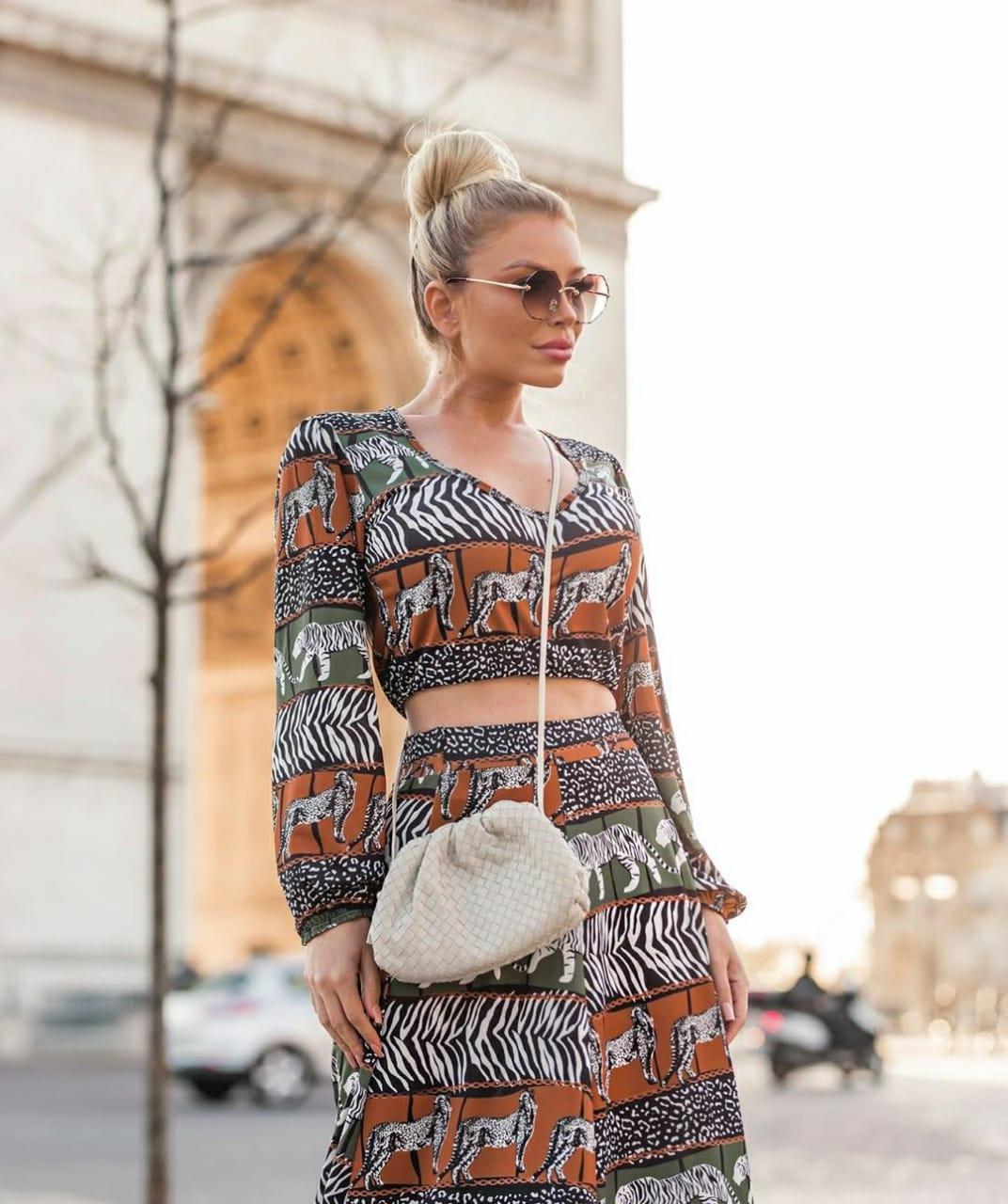 Conjunto feminino saia longa e cropped manga longa animal print leopardo ou onça