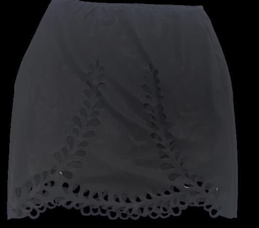 Conjunto preto mini saia e cropped recortes laser vazado