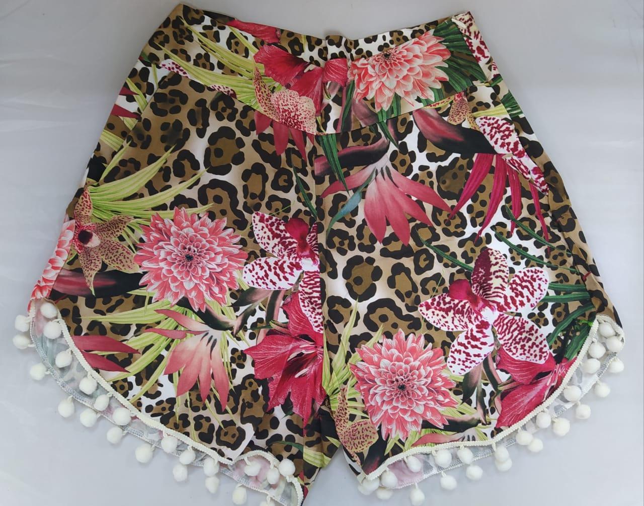Conjunto resort shorts e cropped estampa animal print onça com floral