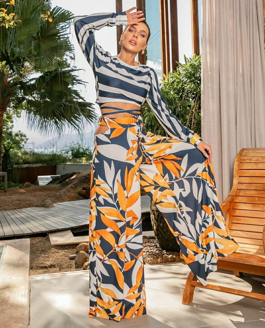 Conjunto tropical folhagens calça pantalona cós recortes e Cropped amarração