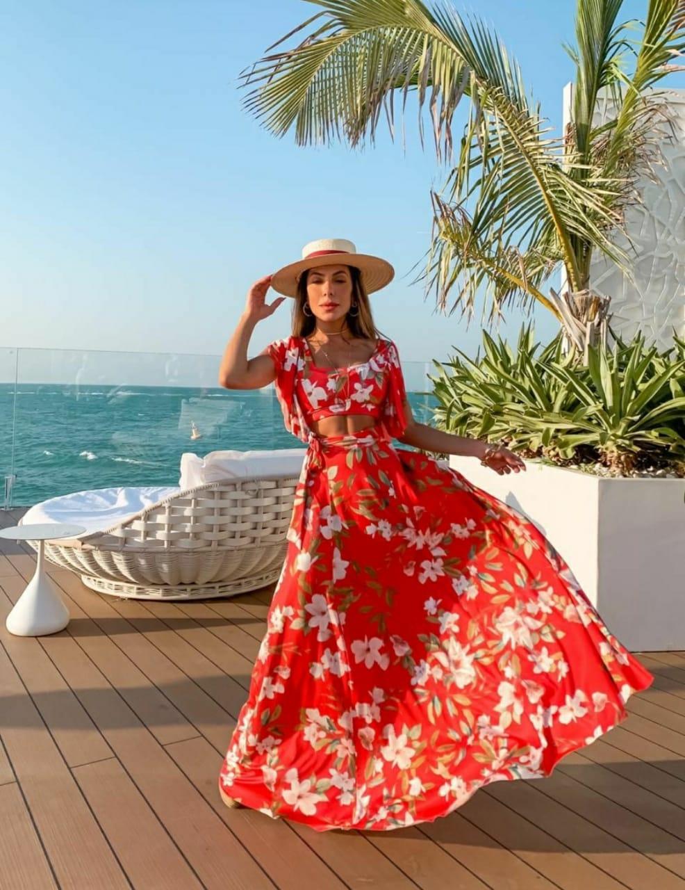 Conjunto vermelho cropped e saia longa floral primavera