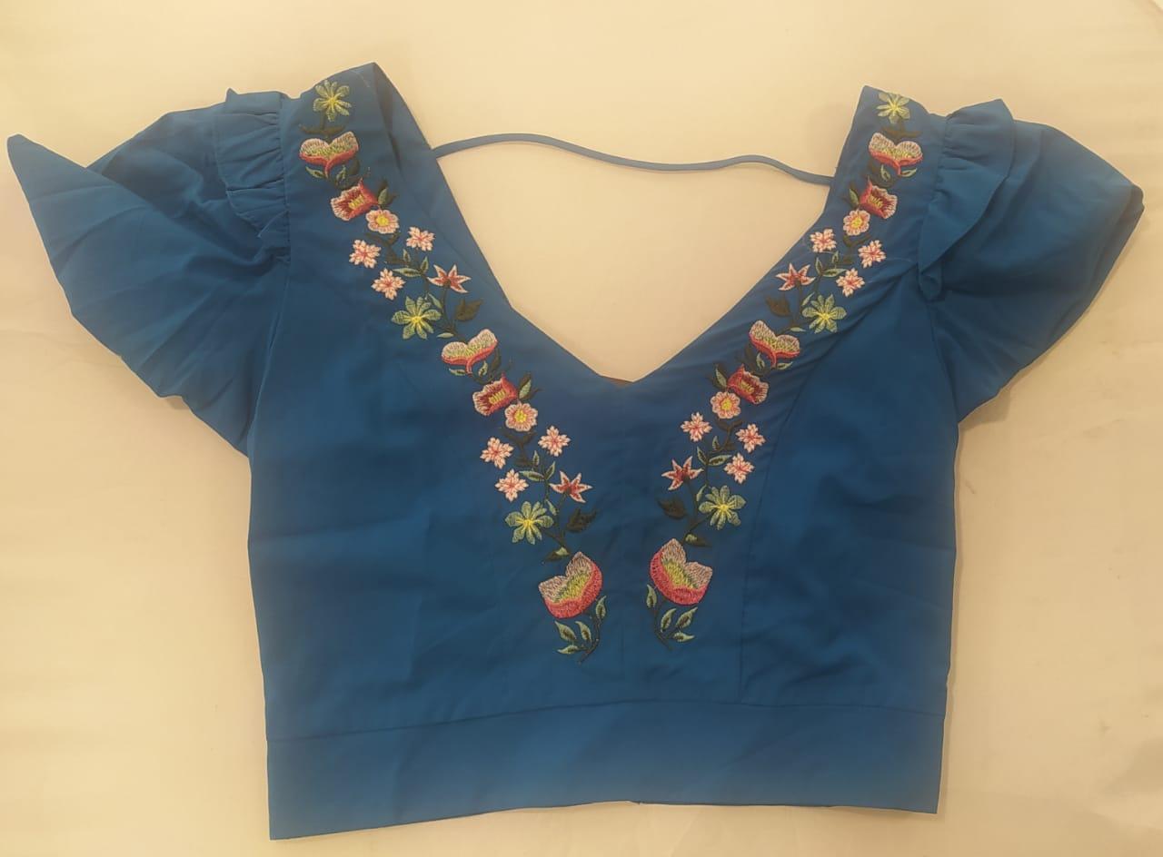 Cropped borbado floral azul céu mangas princesa