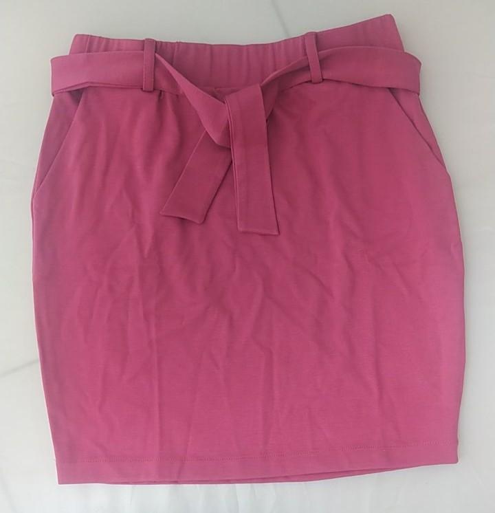 Mini saia rosa com faixa em malha.