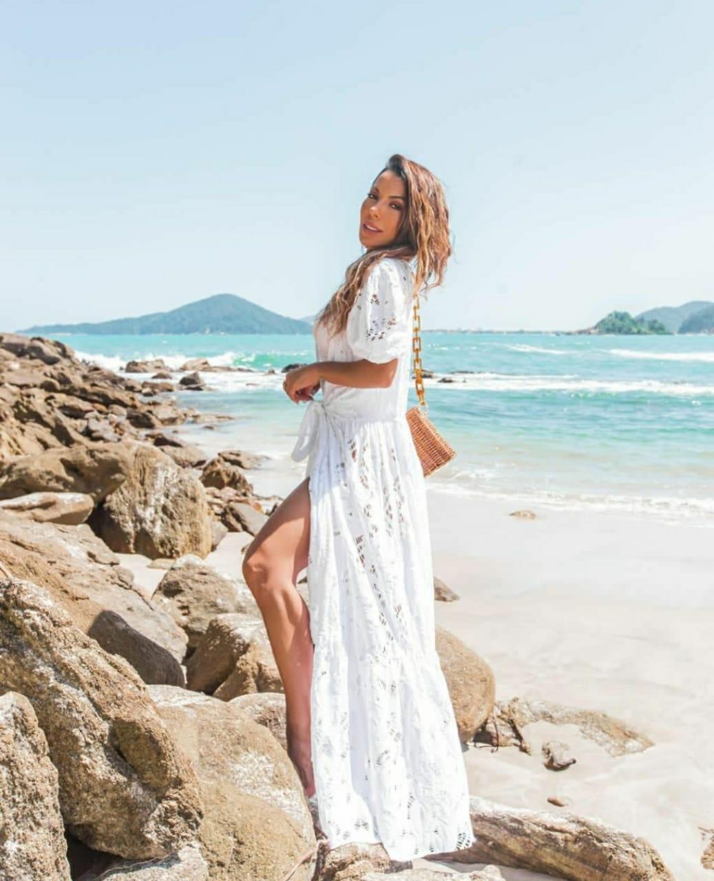 Saída de praia branca longa macramé furadinha