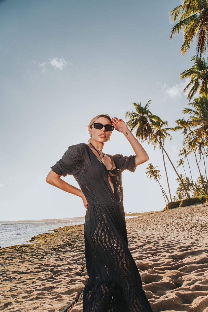 Saída de praia preta macramê furadinha poliamida