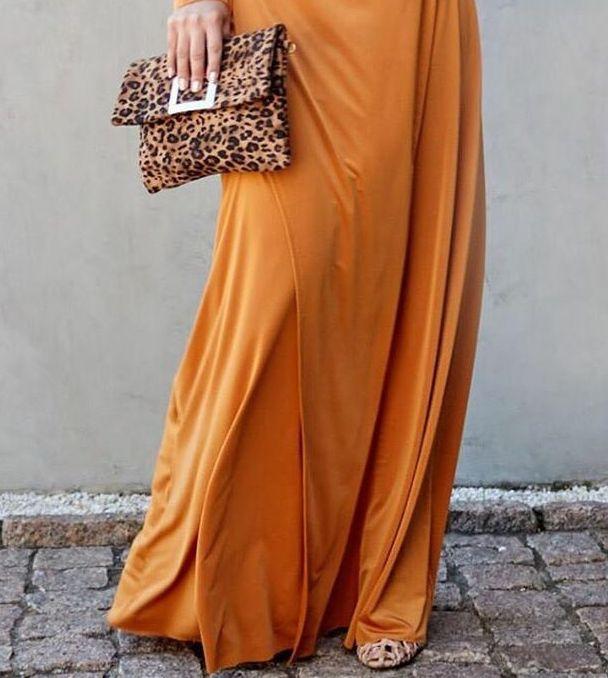 Vestido longo fenda frontal multi formas estampa lisa tecido ryon