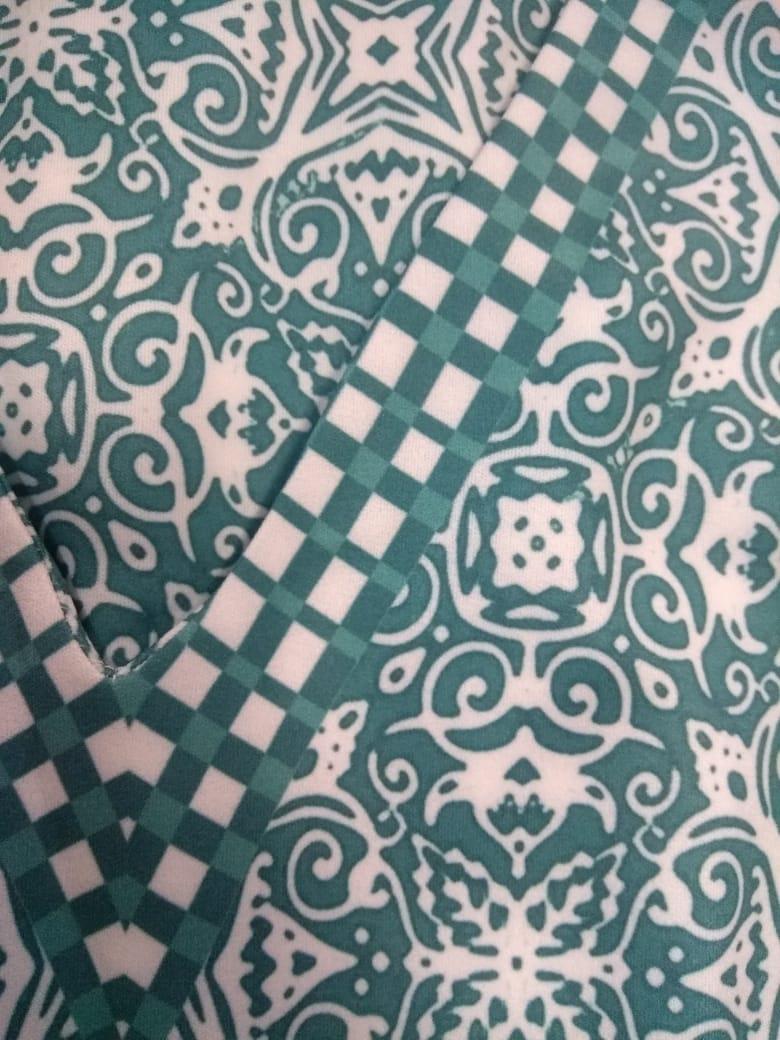 Vestido midi moda Plus Size estampa santa blue, confeccionado em impressão digital especial que torna a peça única.