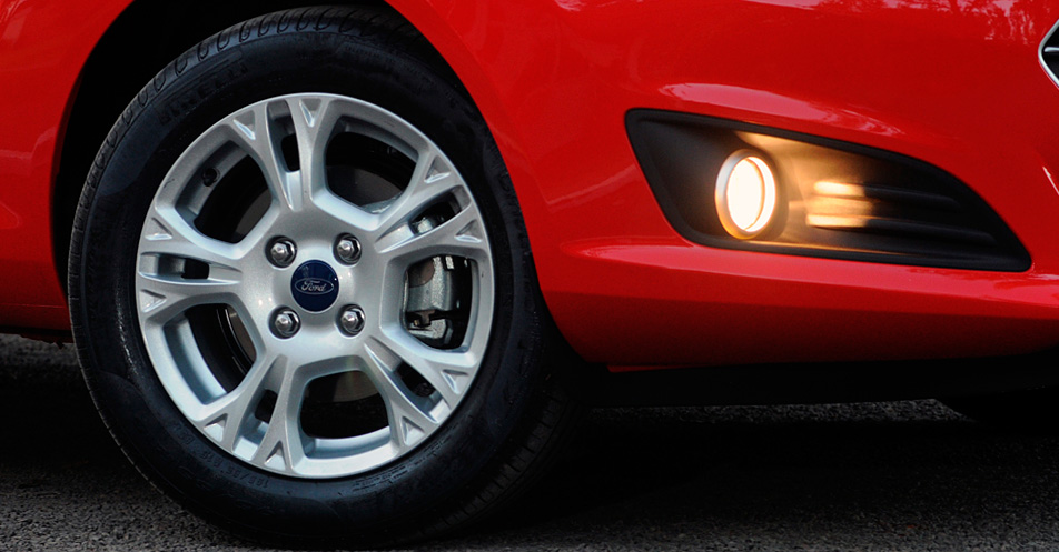 Kit Farol de Milha Neblina Ford New Fiesta 2013 2014 2015 - Com Moldura e Aro Cromado - Interruptor Painel