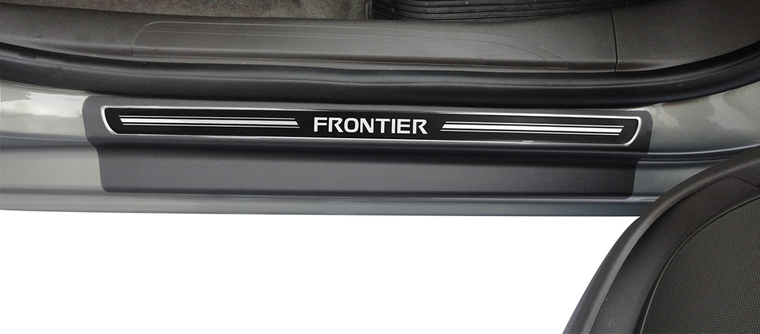 Jogo Soleira Premium Elegance Nissan Frontier 2009 2010 2011 2012 2013 2014 2015 - 4 Portas ( Vinil + Resinada 8 Peças )