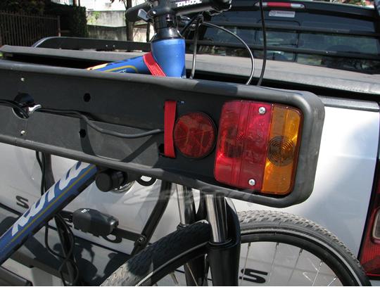 Suporte Porta Placa Com Luzes Kiussi Sinaleira Lanterna Freio e Pisca - Bike