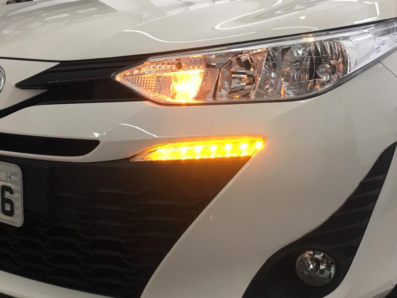 Par LED DRL Daylight Toyota Yaris Hatch e Sedan