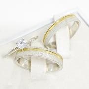 Aliança de namoro em prata friso dourado  Largura 4mm - WM10323