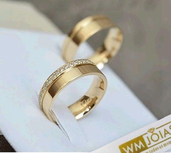 Aliança de  casamento ouro amarelo 18k com diamantes  Peso 10 gramas o par Largura 5mm- WM10035
