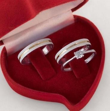 Alianca de namoro  em prata com anel solitario  Largura 4mm - WM10300