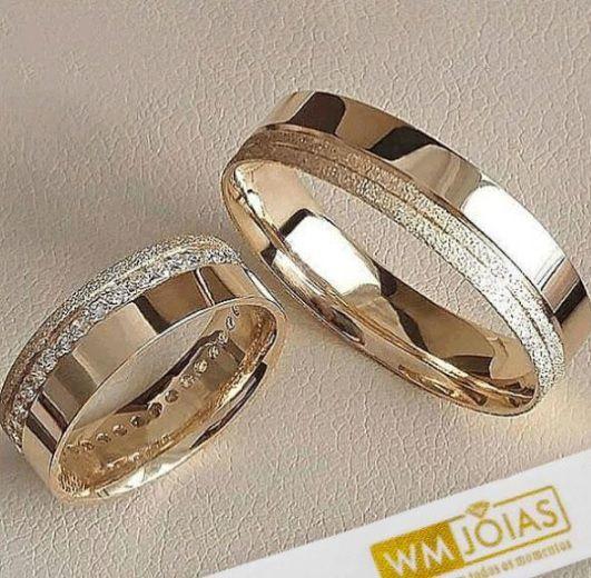 Alianças  noivado e casamento com pedras  Peso 10 gramas o par Largura 5 mm- WM10086