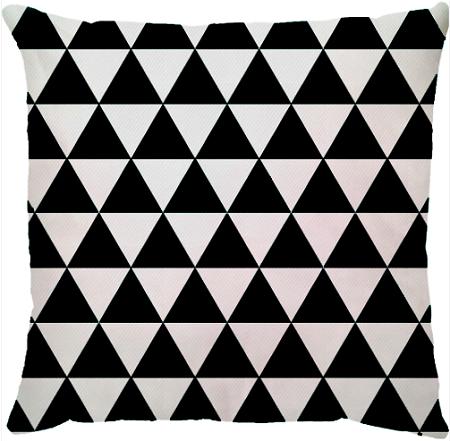 Capa de Almofada Triângulos Preto Branco