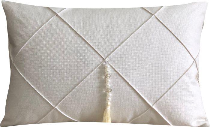 Capa de Almofada Retangular Drapeada Linho Off-White c/ Pingente