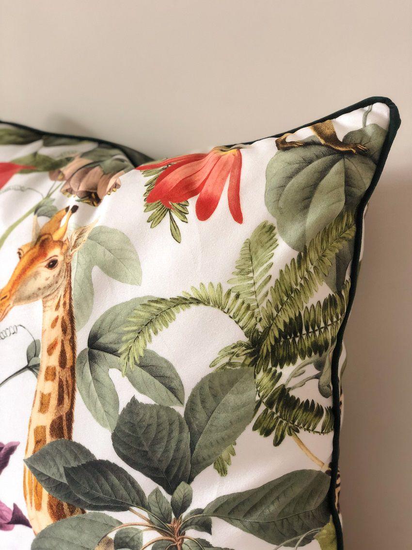 Capa de Almofada Suede Girafa Cordão Verde 55x55