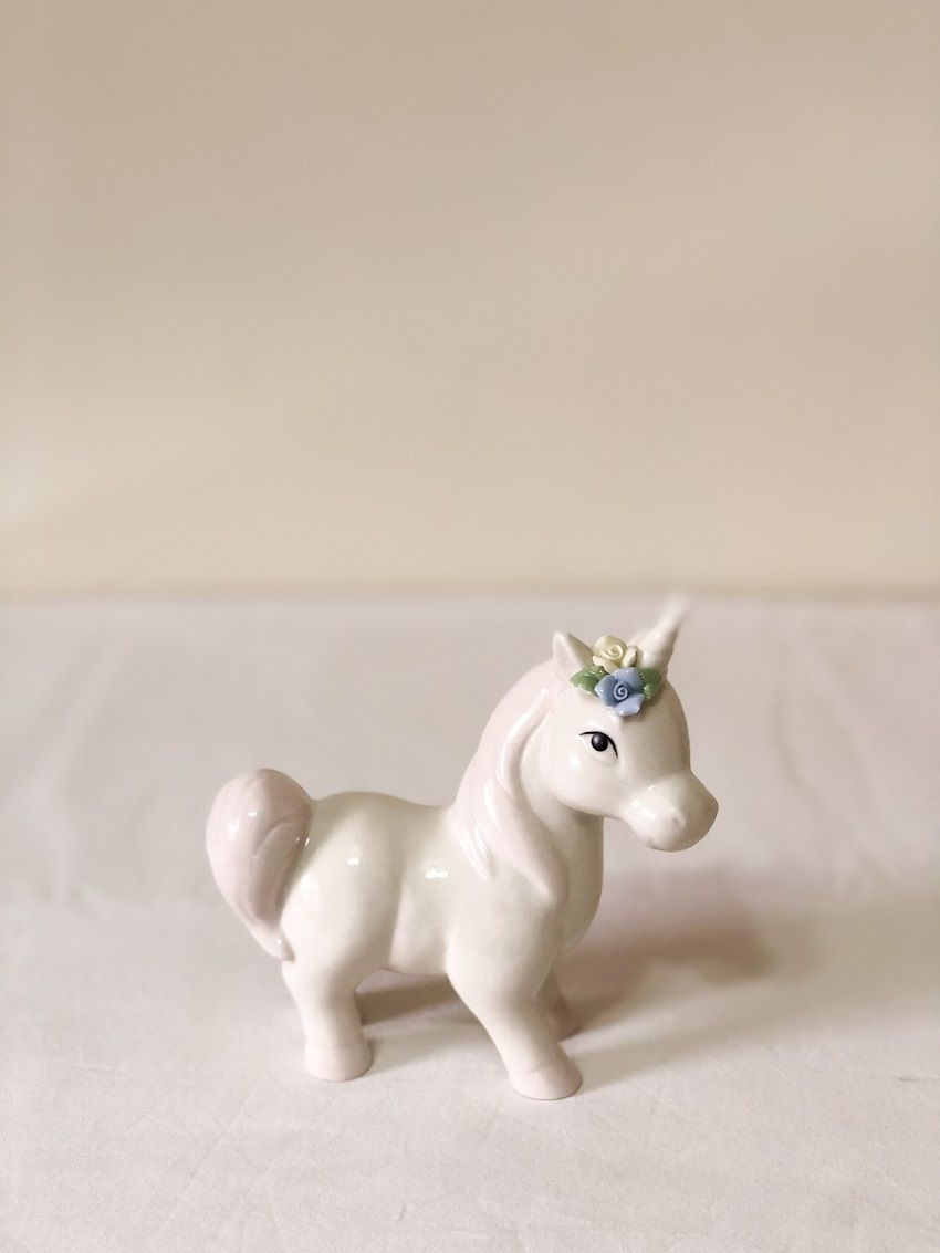 Estatueta de Porcelana (Unicórnio Rosa)