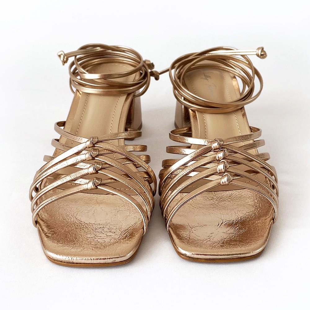 Sandália com Amarração Salto Bloco Cobre