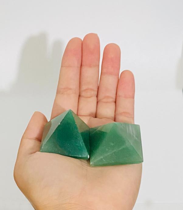 Pirâmide - Quartzo Verde   4P - 3 a 4 cm
