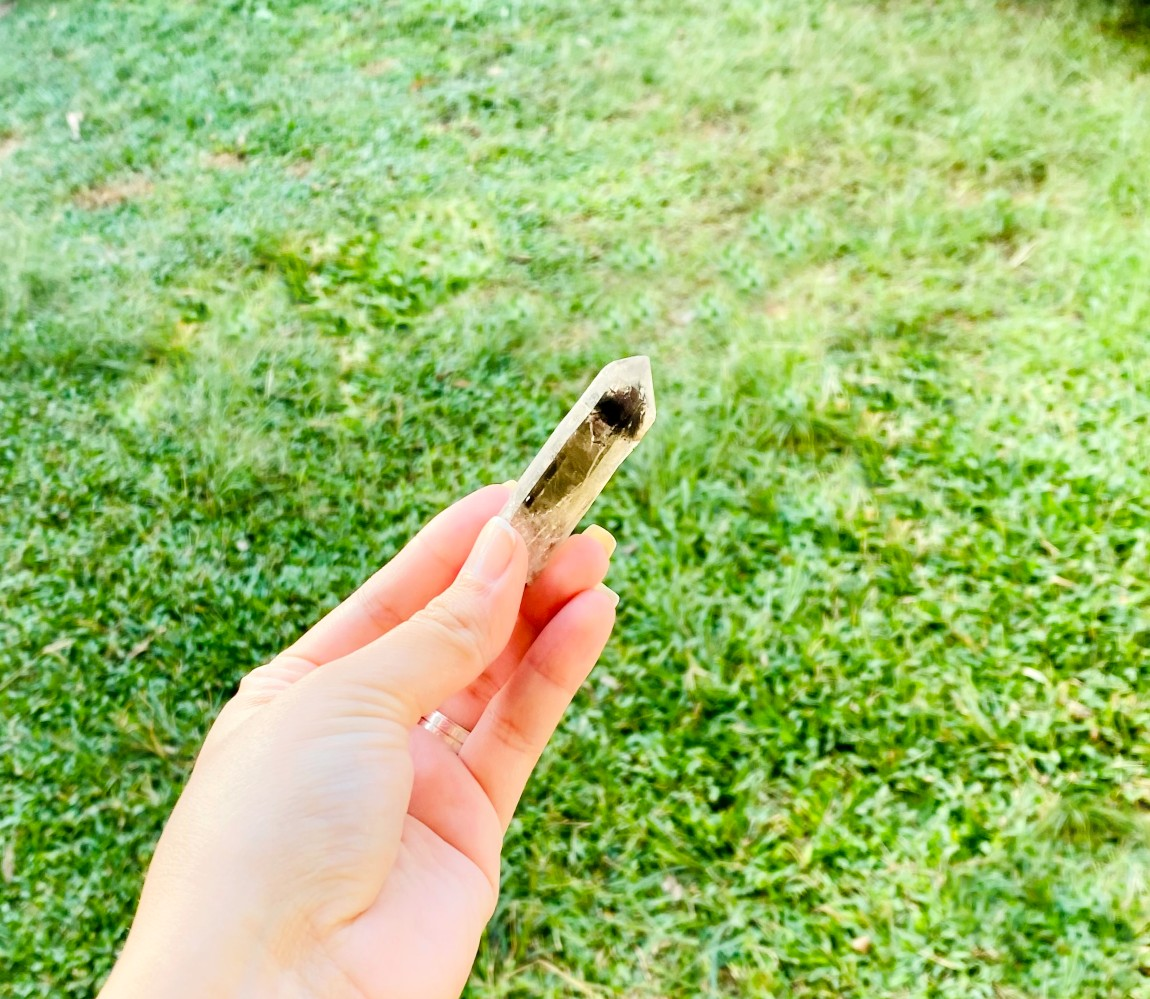 Ponta Polida Quartzo Fumê   0,020 a 0,025 kg   5 a 6 cm
