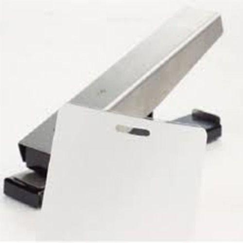 Furador Ovóide Para Crachá Formato Grampeador para mesa