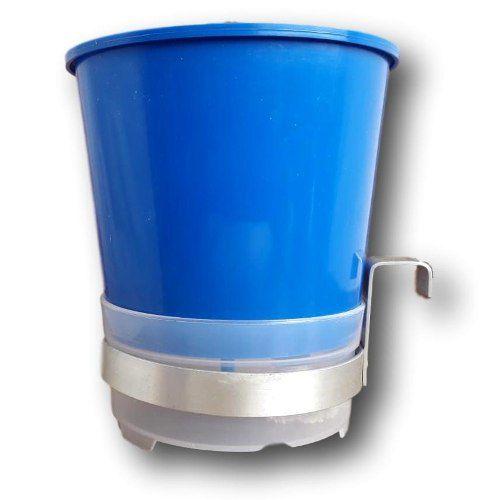 Vaso Auto Irrigável Anti Mosquito 15 Unidades  + 4 Suportes Em Alumínio Natural Para Pendurar