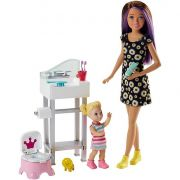 BONECA BARBIE SKIPPER BABYSITTER PENIQUINHO DO BEBE FJB01