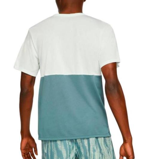 Camiseta Nike Breathe to Run Dri-fit DA0210-394 Verde Claro