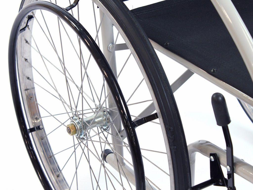 Cadeira De Rodas Cds 101 Rodas de Raida Com Pneus Maciços