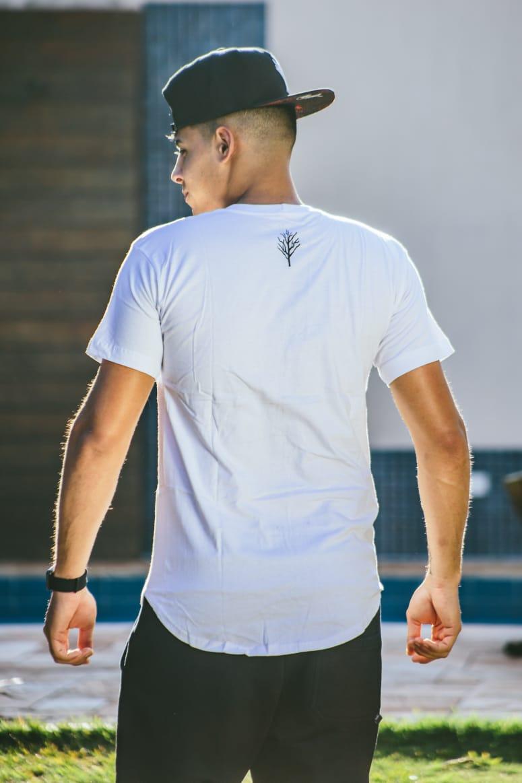 Camiseta Long Oficial Caçadores de Lendas Branca