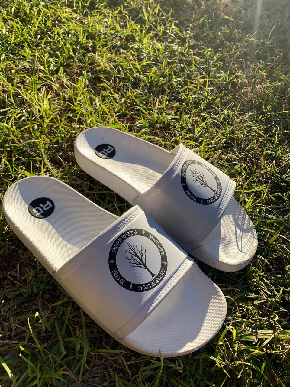 Chinelo Slide Caçadores de Lendas Branco