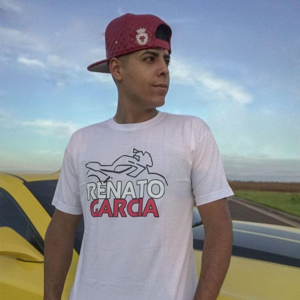 Kit Camiseta Oficial Branca Renato Garcia e Boné Renato Garcia Aba Reta Camuflado Vermelho