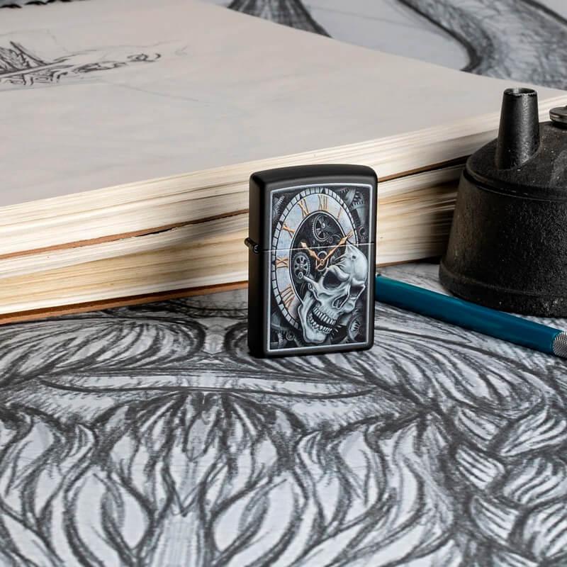 Isqueiro Zippo 29854 Classic Skull Clock Preto Fosco