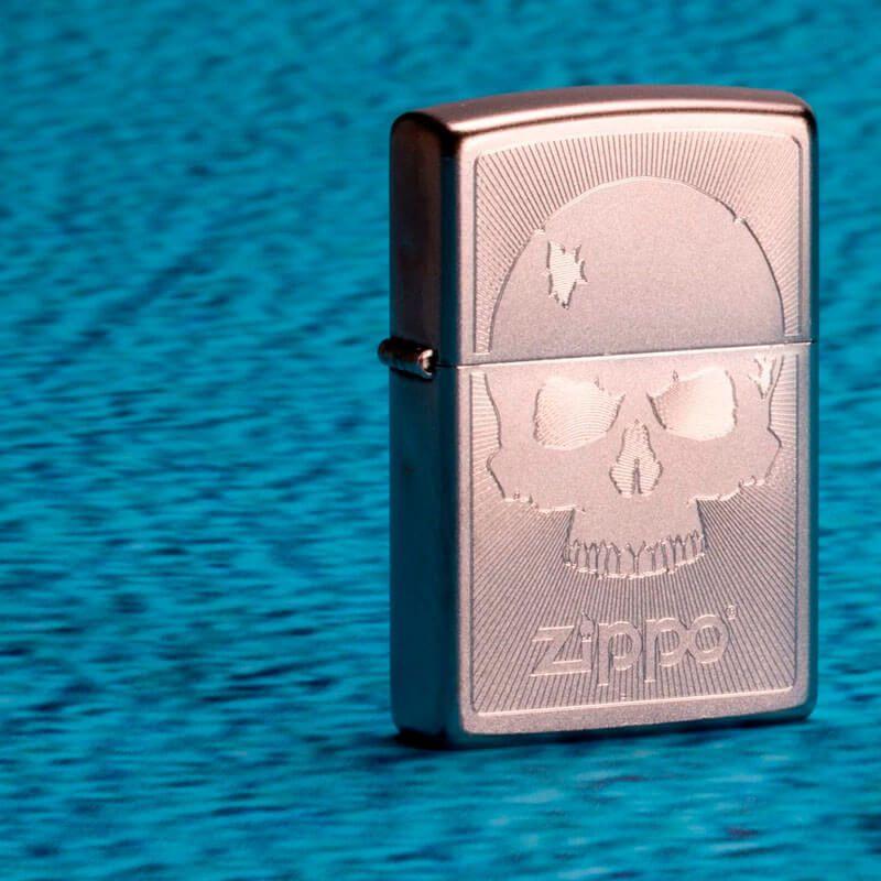 Isqueiro Zippo 29858 Classic Cromado Skull with Lines Satin
