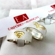 Alianças Prata Compromisso Namoro Quadrada Anatômica Superman Mulher Maravilha Iniciais Vazado 8mm 14 gramas fosco diamantado