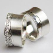 Alianças Prata Compromisso Namoro Quadrada Fosca Cravejada Pedra Zircônia 11mm 18 Gramas
