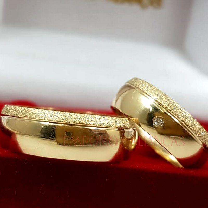 Alianças Ouro 18k Casamento Noivado Redonda Abaulada Oca 7mm 7 Gramas o Par Pedra Brilhante