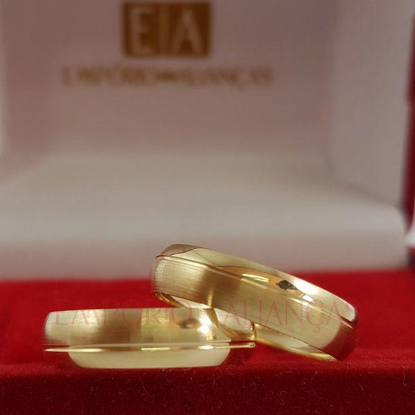 Alianças Ouro Casamento Noivado 18k Redonda Oca Fosco e Polido 4mm 3,20 Gramas