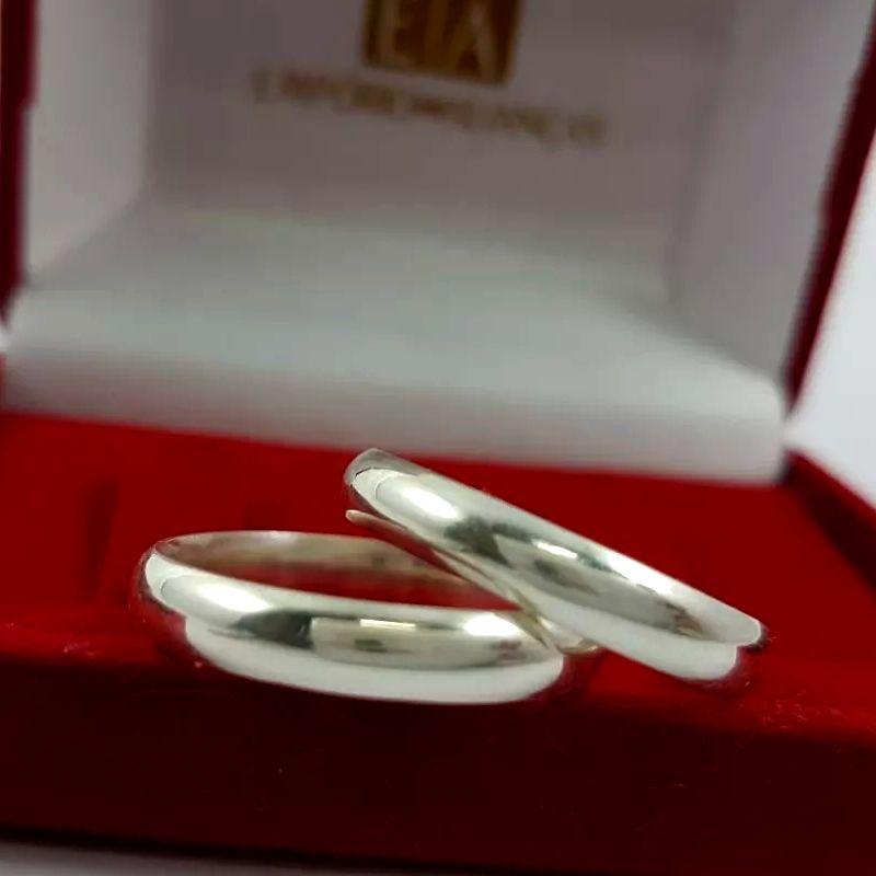 Alianças Prata Compromisso Namoro Lisa Tradicional Redonda Anatômica 4mm 7 Gramas o Par