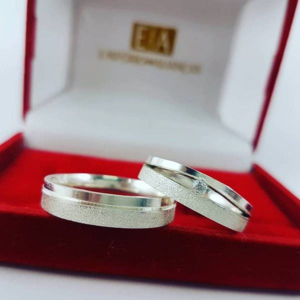 Alianças Prata Compromisso Namoro Quadrada Anatômica Zircônia Fosca Diamantada Lisa Polida 5mm 11 gramas Trabalhada