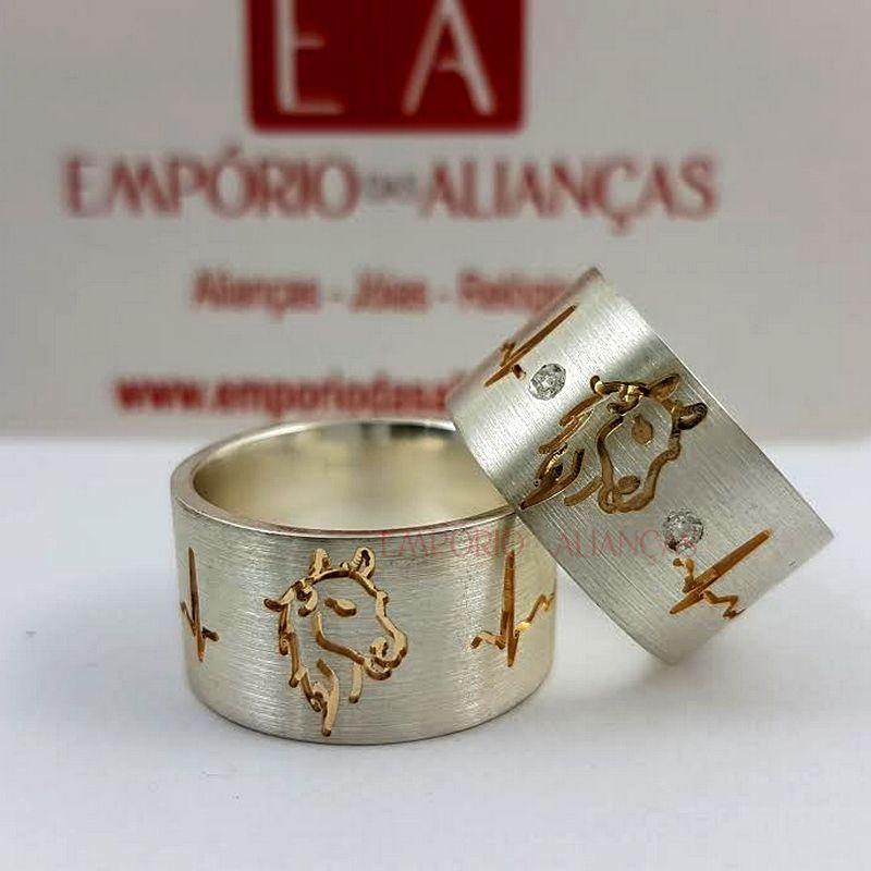 Alianças Prata Compromisso Namoro Quadrada Banho Ouro Cavalo Pedra Zircônia e Batimento 11mm 24 Gramas