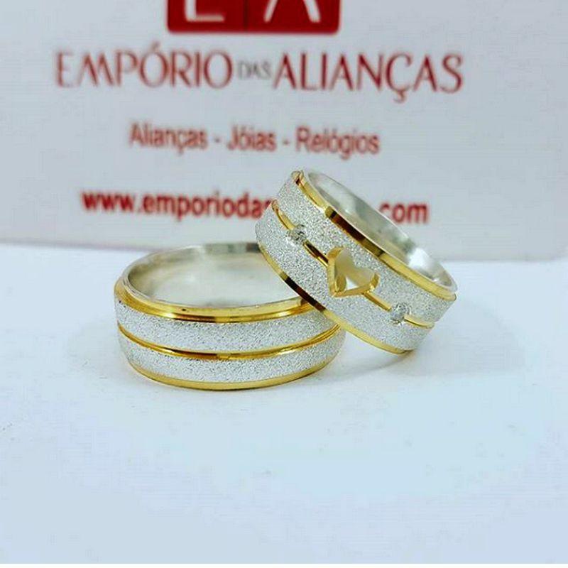 Alianças Prata Compromisso Namoro Quadrada Banho Ouro Coração Vazado 8mm 14 Gramas Anatômica
